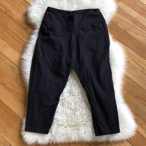 Pants - Black Capris - size small